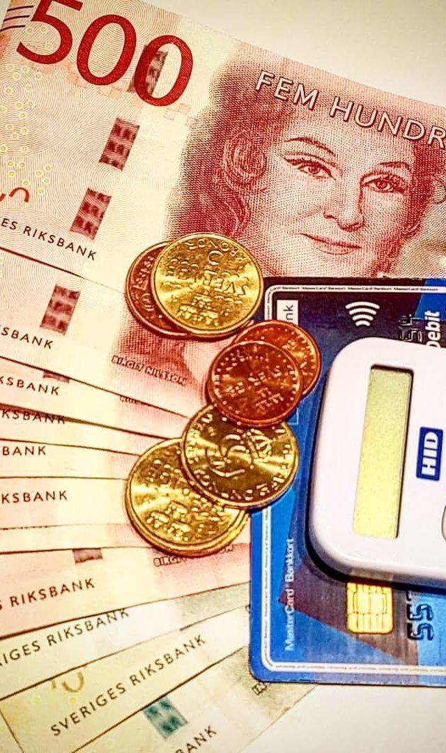 Sedlar, mynt och kontokort